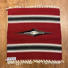 着用画像1: Ortega's チマヨ プレイスマット/ランチョマット 15×15 ワインレッド